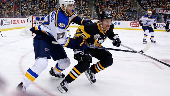 St. Louis Blues' Alex Pietrangelo (27) defends against Pittsburgh Penguins' Patric Hornqvist (72) during the second period of an NHL hockey game in Pittsburgh, Tuesday, Jan. 24, 2017. (AP Photo/Gene J. Puskar)