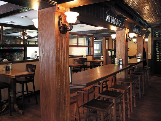Kim's Gourmet Pizza Pub offers a family-friendly environment.