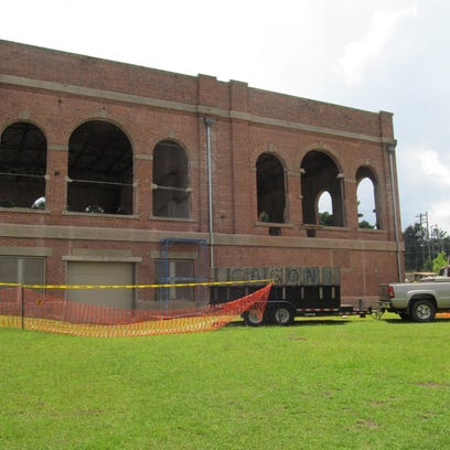 Plans are forging ahead to build a restaurant in the historic electric building at Cascades Park, despite controversy on surrounding the developer's campaign relationship with Mayor-elect Andrew Gillum. City Commissioners are getting an update at Wednesday's meeting.