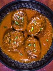 Robin Miller has come up with four skillet dinners that are easy to make, including this skillet salisbury steak and gravy.
