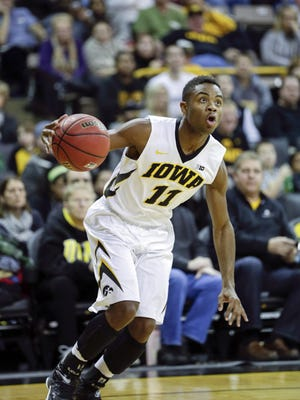 Trey Dickerson, shown playing for Iowa in 2014, is transferring to the Coyotes but will have to sit out for USD's last season in the DakotaDome.