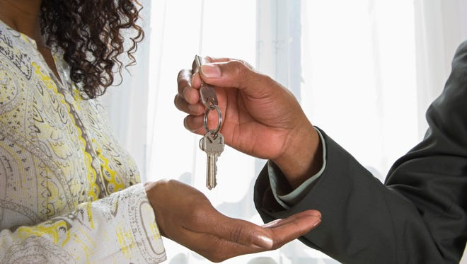 Man handing woman keys