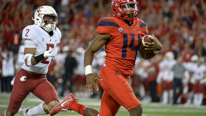 Oct 28, 2017; Tucson, AZ, USA; Arizona quarterback Khalil Tate (14) runs the ball for a touchdown under pressure from Washington State defensive back Robert Taylor (2) during the second half at Arizona Stadium. Arizona won the game 58-37.