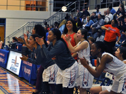 WBB Bench cheer)ETBU