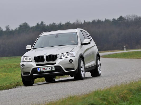 P90070035_highRes_the-new-bmw-x3-on-lo
