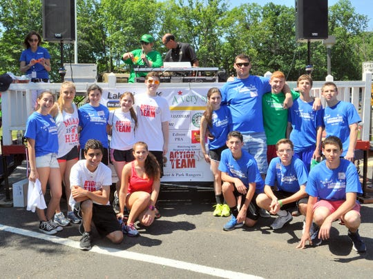Members of the Watchung Hills Regional High School ACTION TEAM raised more than $4,000 to support the Lakeview 5K. Created by the Major League Baseball Players Trust, the Action Team National Youth Program recruits and trains high school students to become volunteers in their communities.