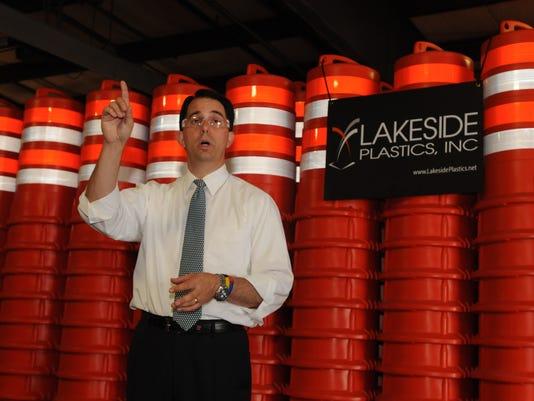 -OSH Walker Lakeside Plastics 0821114 JS 01.jpg_20140821.jpg