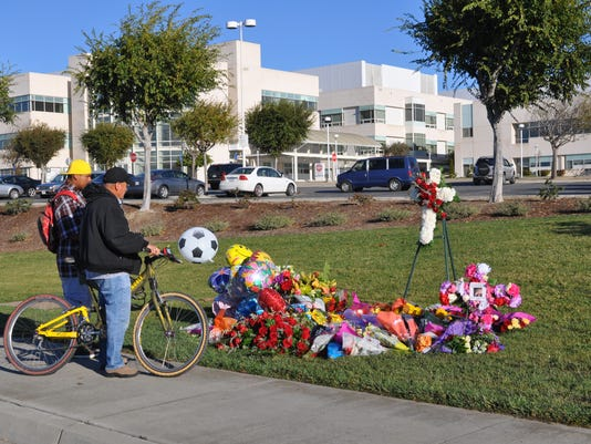 -SNABrd_11-25-2013_Californian_1_A001~~2013~11~24~IMG_SNA1125_Memorial_-_m_1.jpg