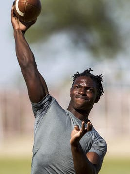 Desert Edge quarterback Tehran Thomas announces his commitment to UC Davis