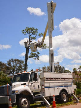 On tropical Trail at the Marsh Harbor neighborhood, FPL crews replaced a transformer.