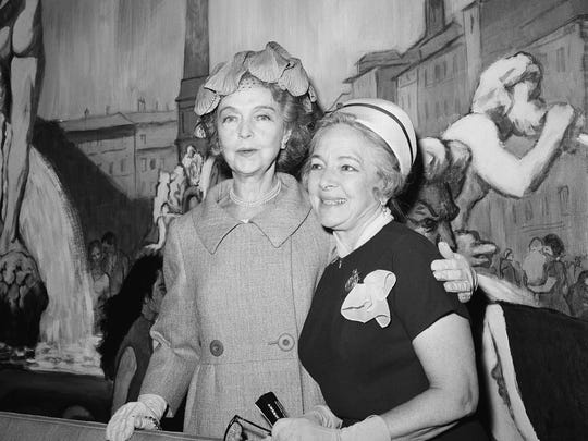 Watchf Associated Press Domestic News Entertainment New York United States APHS62064 LILLIAN GISH, HELEN HAYES -FIRST LADIES OF THEATER