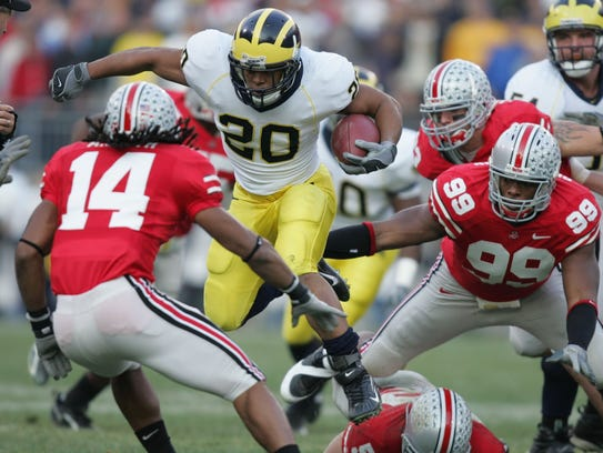 Michigan's Mike Hart runs the ball on Saturday, Nov.