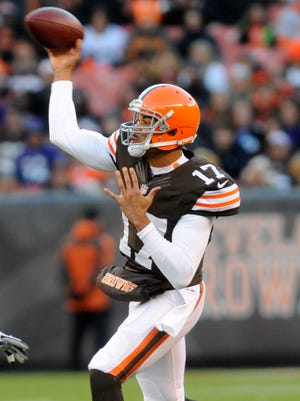 Jason Campbell threw for 262 yards and three TDs.
