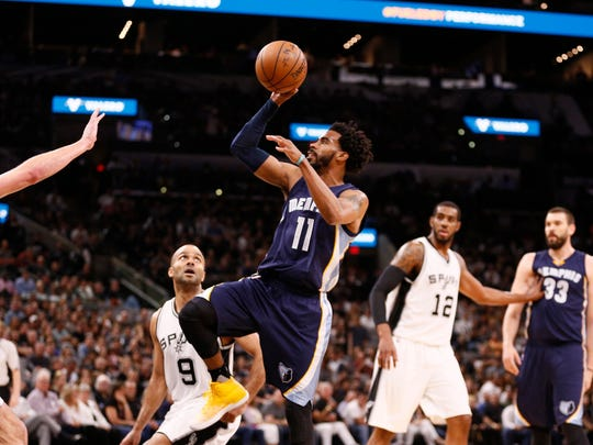 Grizzlies point guard Mike Conley (11) shoots over