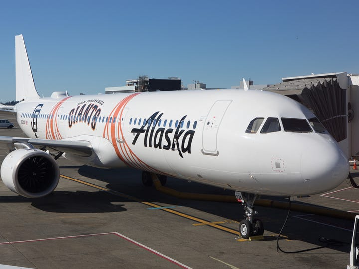 An Alaska Airlines Airbus A321 painted in the colors
