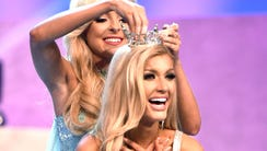 Miss Tennessee 2017 Caty Davis crowns the new Miss
