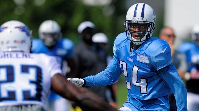 Titans cornerback Coty Sensabaugh (24) looks to make a play during practice Wednesday.