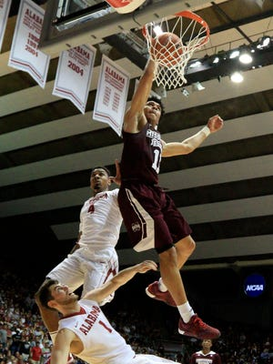 Quinndary Weatherspoon's dunk was the highlight of Mississippi State 67-61 win against Alabama on Saturday.