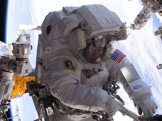 astronaut in space live - photo #10