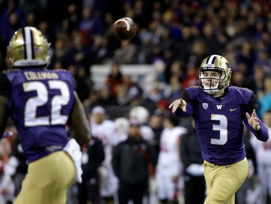 Washington quarterback Jake Browning (3) throws a 6-yard