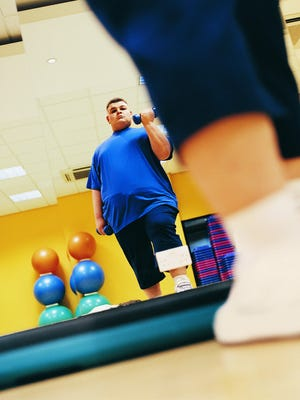 Making weight loss a goal is one way to control a risk factor of heart attack.