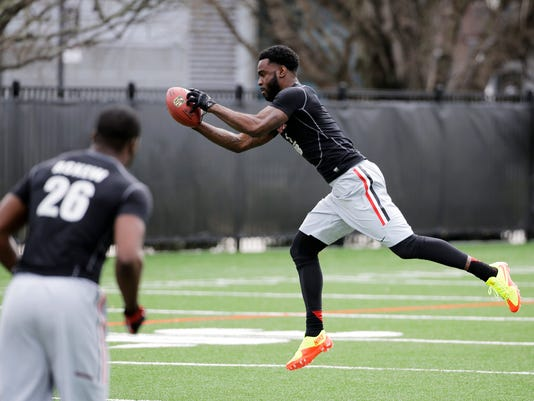 Damian Swann catches a pass during a workout for scouts at NFL Pro Day at the University of Georgia Wednesday, March 18, 2015, in Athens, Ga. (AP Photo/David Goldman)