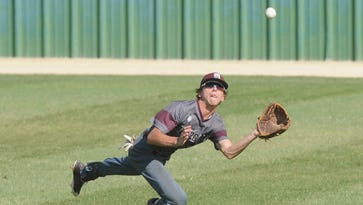 New Deal beats De Leon twice Saturday, knocks Bearcats out of playoffs