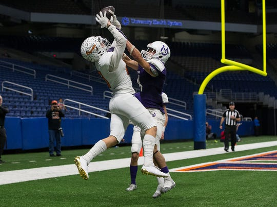 Refugio's Jake Tinsman catches the ball for a touchdown during the fourth quarter of the Class 2A Division I state quarterfinal against Mason at the Alamodome in San Antonio on Friday, Dec. 8, 2017.