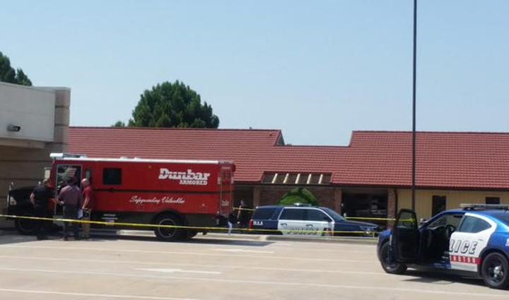 One shot during attempted robbery at Arlington bank