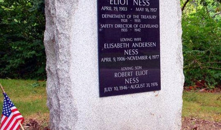 Eliot Ness marker at Lake View Cemetery