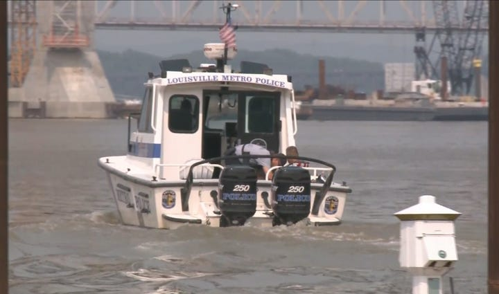LMPD searches the Ohio River for boaters who went missing