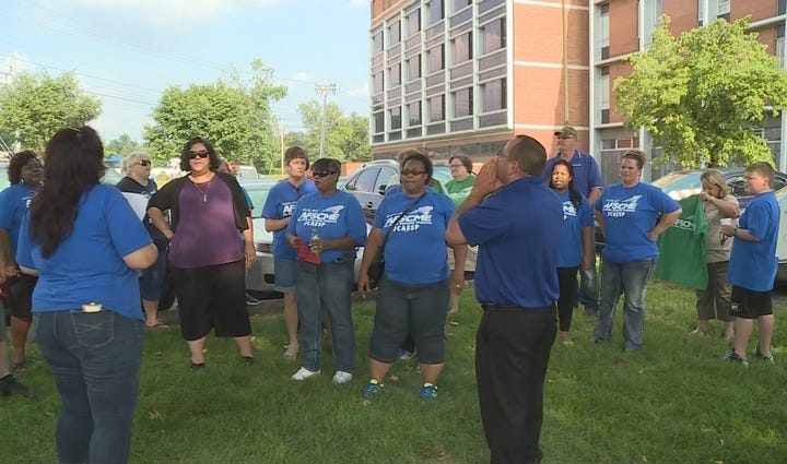 JCPS classified employees represented by AFSCME rally