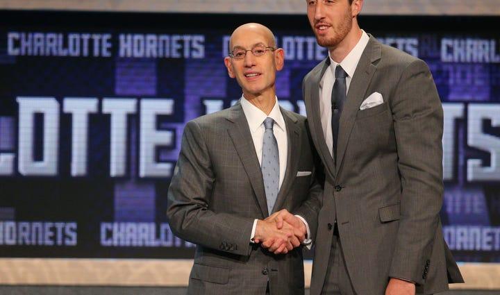Frank Kaminsky (Wisconsin) greets NBA commissioner