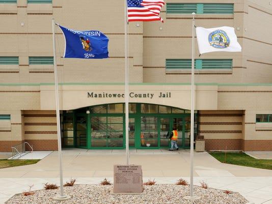 635901814168763430-Manitowoc-County-Jail-entrance.jpg