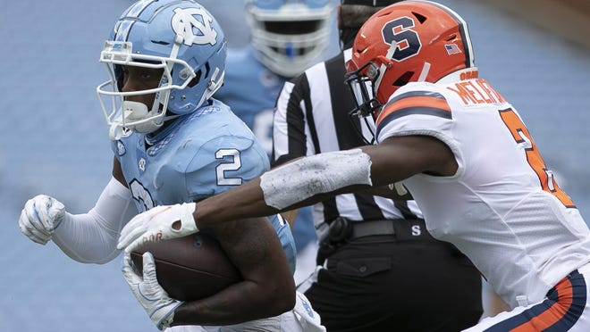 North Carolina receiver Dyami Brown, left, tries to elude Syracuse defensive back Ifeatu Melifonwu after catching a pass during the season opener at Kenan Stadium.