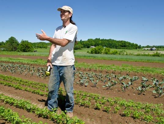 BUR 20140604 GMO DEBATE ANTI C1.jpg