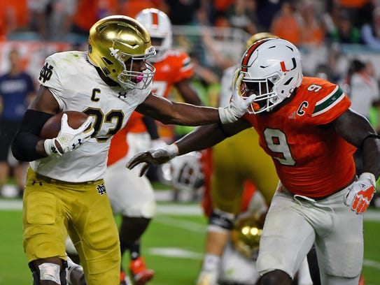 Notre Dame Fighting Irish running back Josh Adams (33)