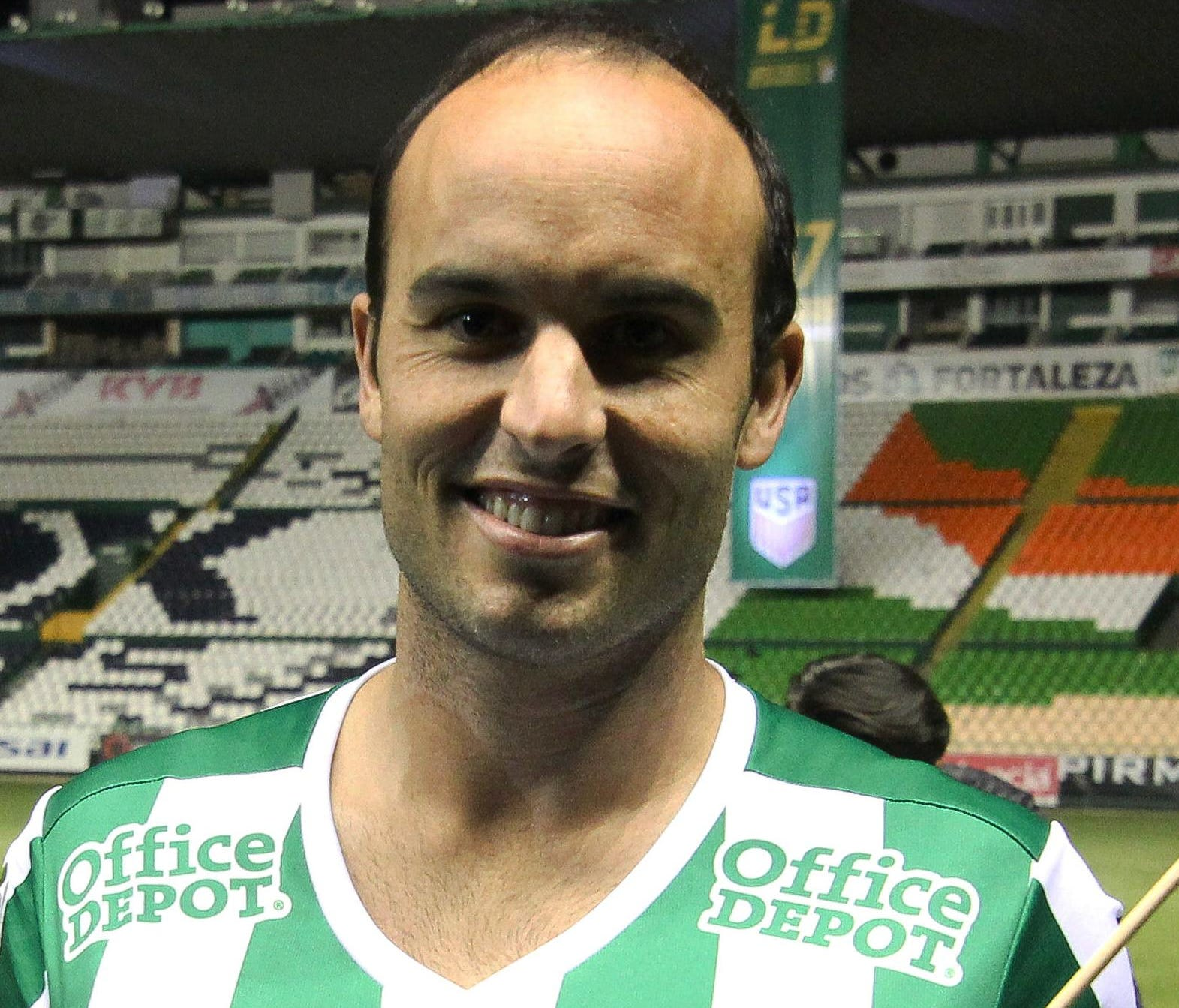 Landon Donovan poses with the Leon team's jersey during his official presentation at the Nou Camp stadium on January 15, in Leon, Guanajuato state, Mexico.
