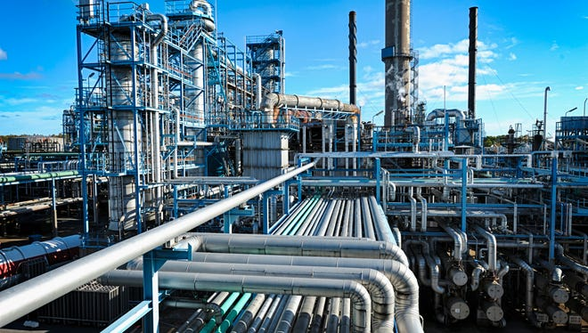 File: oil refinery