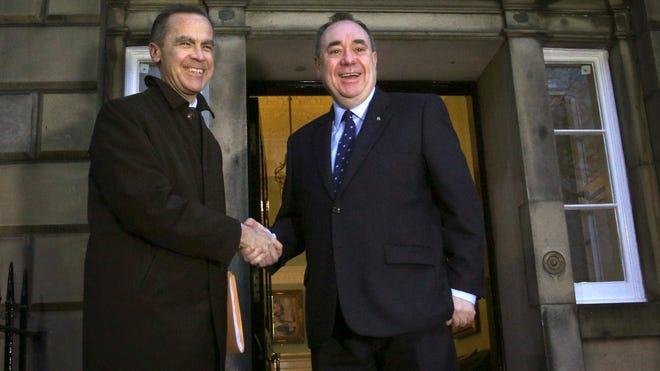 Bank of England Governor Mark Carney, left, meets Scottish First Minister Alex Salmond in Edinburgh on Jan. 29, 2014.