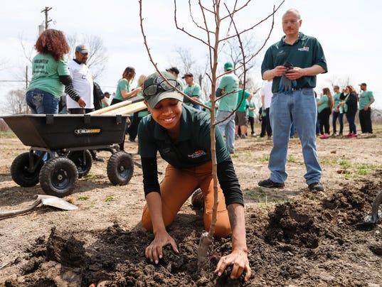636604454030437938-04272018-treeplanting-1.jpg
