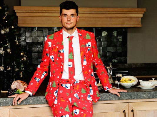 635531151057204802-christmas-suit