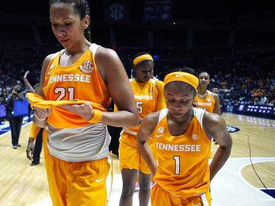 Tennessee center Mercedes Russell (21) and Tennessee