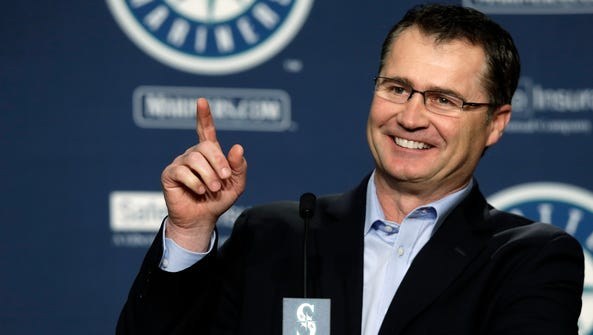 Seattle Mariners manager Scott Servais talks to reporters