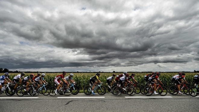 TOPSHOT - The pack rides during the 203,5km eleventh stage of the 104th edition of the Tour de France cycling race on July 12, 2017 between Eymet and Pau. / AFP PHOTO / Jeff PACHOUDJEFF PACHOUD/AFP/Getty Images ORIG FILE ID: AFP_QJ131