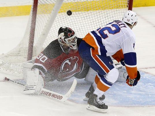 Islanders Josh Bailey Devils Martin Brodeur April 2014