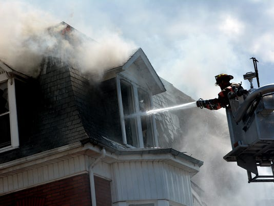 City fire displaces adults, children