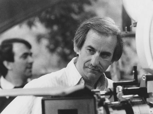 636317401656622398-4.-Jay-Sandrich-directing-his-only-feature-film-Seems-Like-Old-Times---1980-Columbia-Pictures.jpg