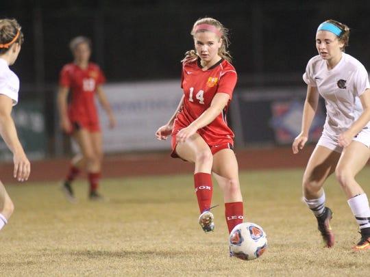 Leon's Emma McGibany sends a through ball.