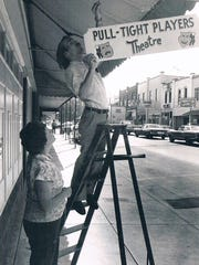 Pull Tight members put up a sign on Main Street in downtown Franklin in 1979.